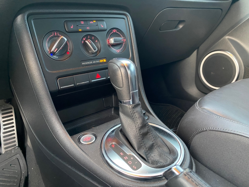 Volkswagen Beetle 2012 price $10,900