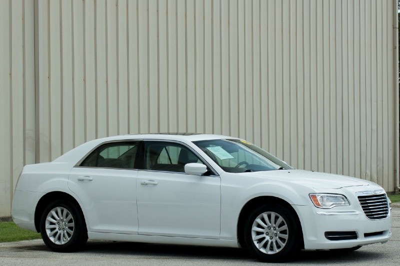 Chrysler 300 2013 price $15,995