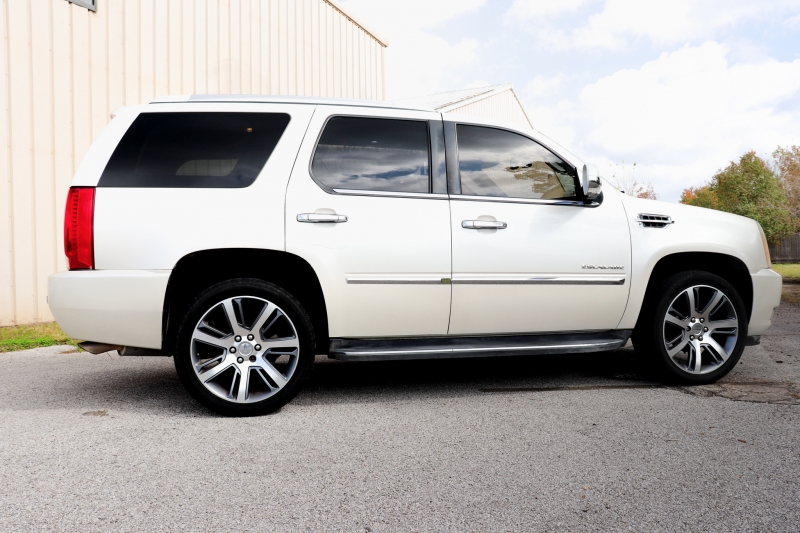 Cadillac Escalade 2010 price $12,995