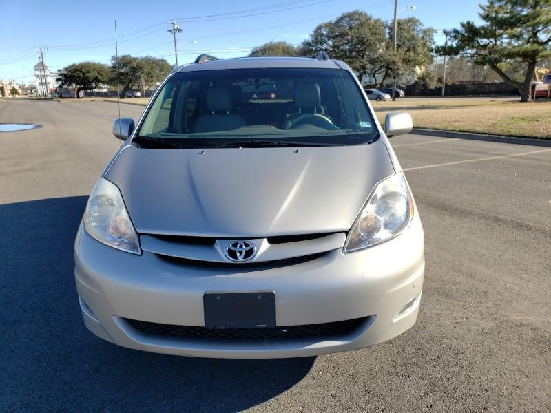 Toyota Sienna 2009 price $10,500