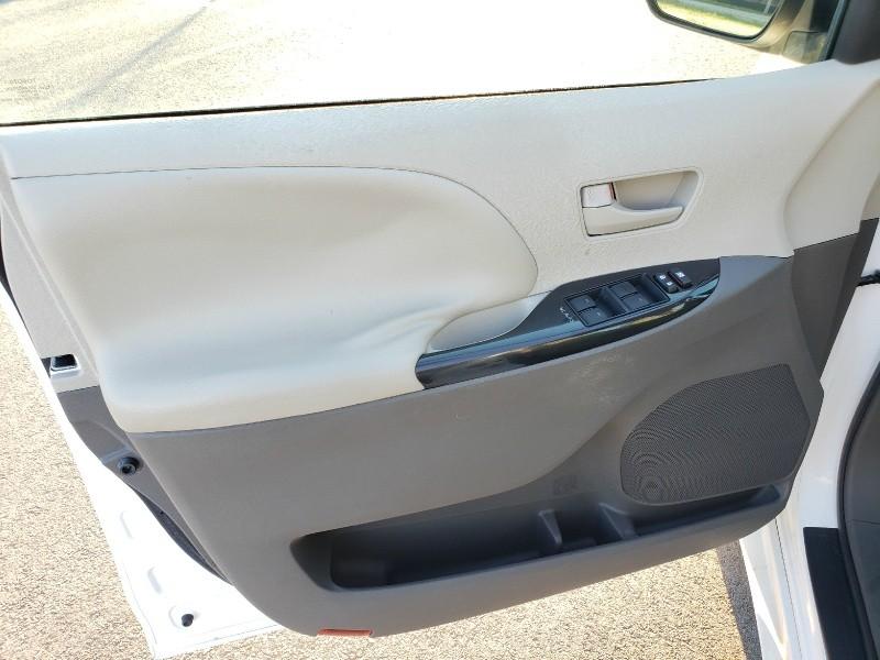 Toyota Sienna 2011 price $11,950