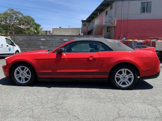 FORD MUSTANG 2010 price $8,899