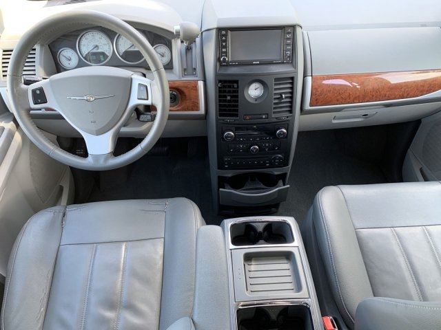 Chrysler Town & Country 2008 price $5,779
