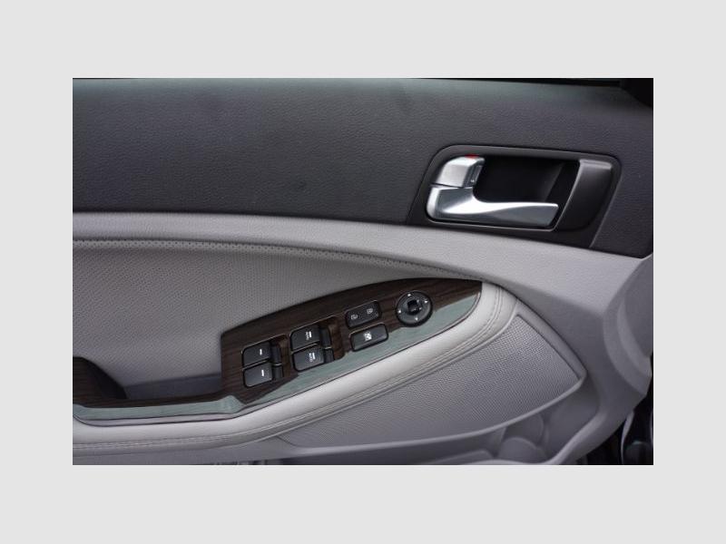 Kia Optima 2015 price Call for Pricing.