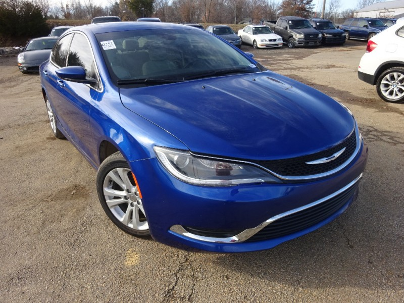 Chrysler 200 2015 price $7,295