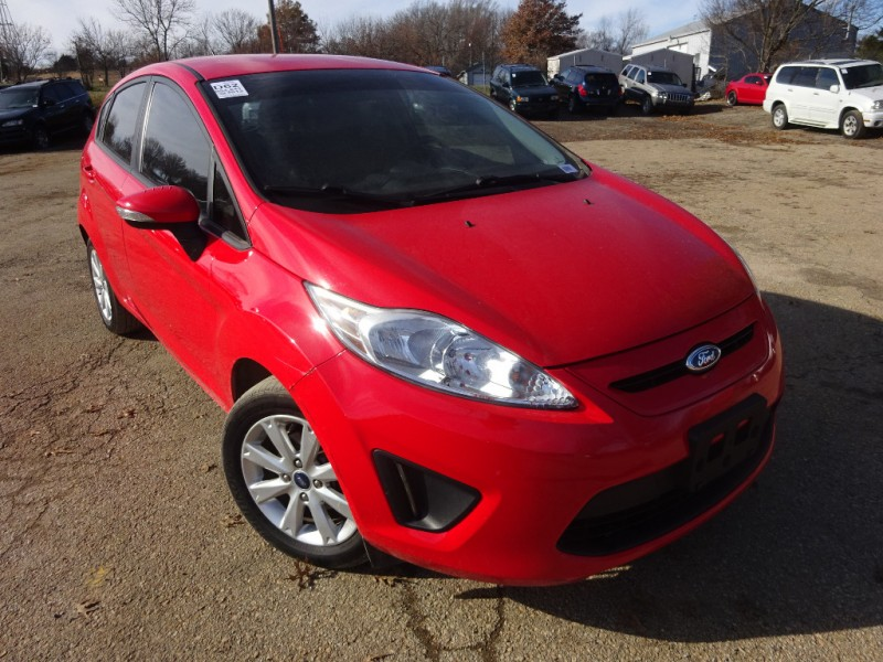 Ford Fiesta 2013 price $5,695