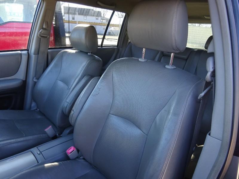 Toyota Highlander 2004 price $3,295