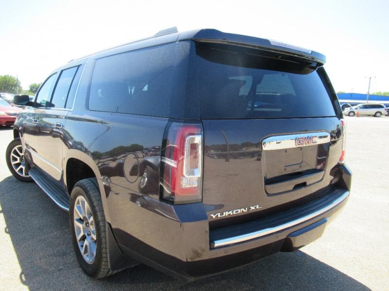 GMC Yukon XL 2015 price $31,095