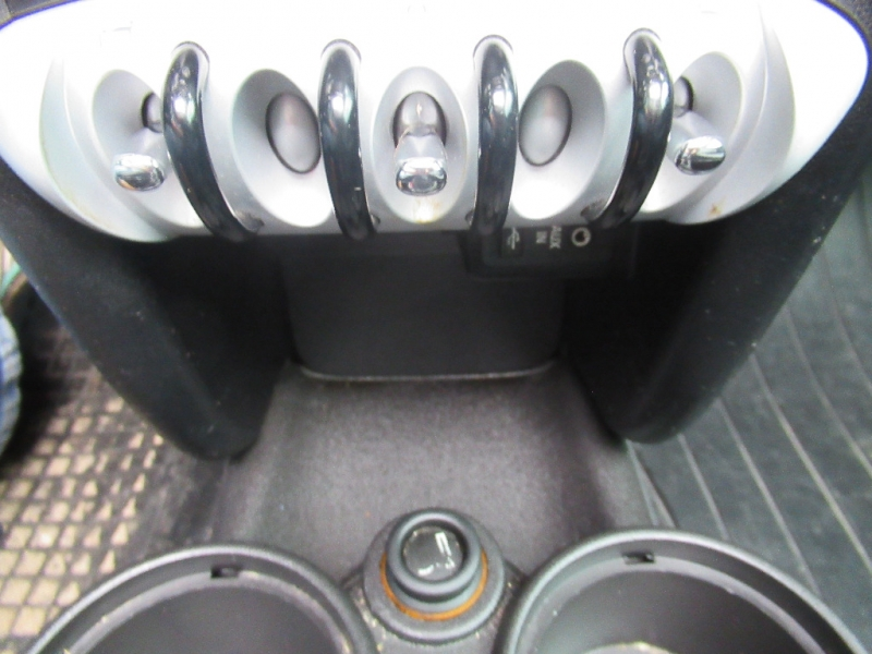Mini Cooper Hardtop 2009 price $4,495