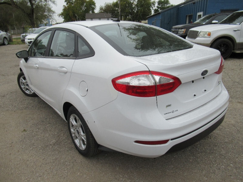 Ford Fiesta 2015 price $6,195