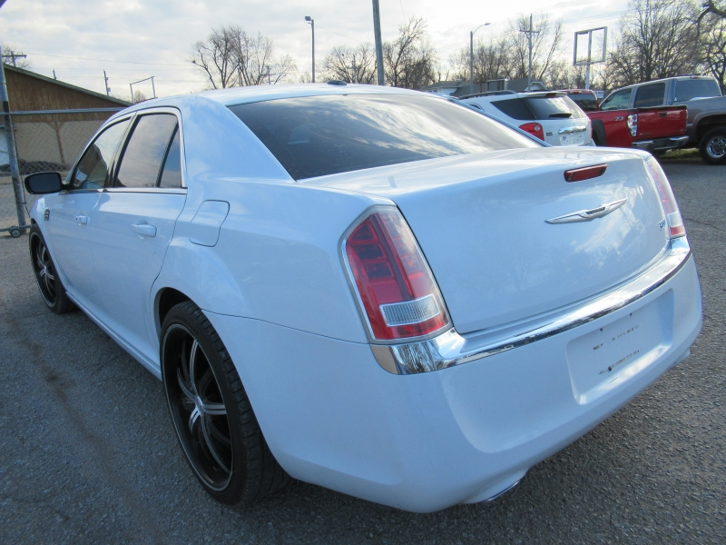 Chrysler 300 2013 price $9,195