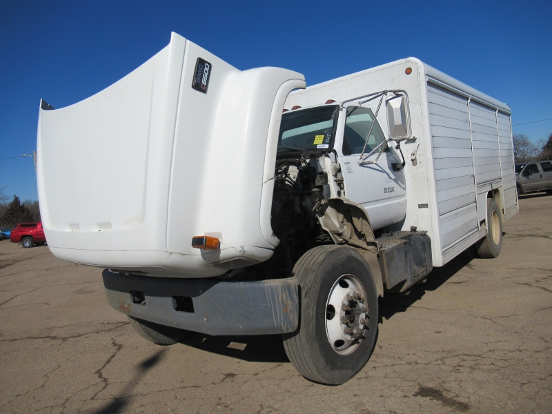 GMC TC7H042 2002 price $4,895