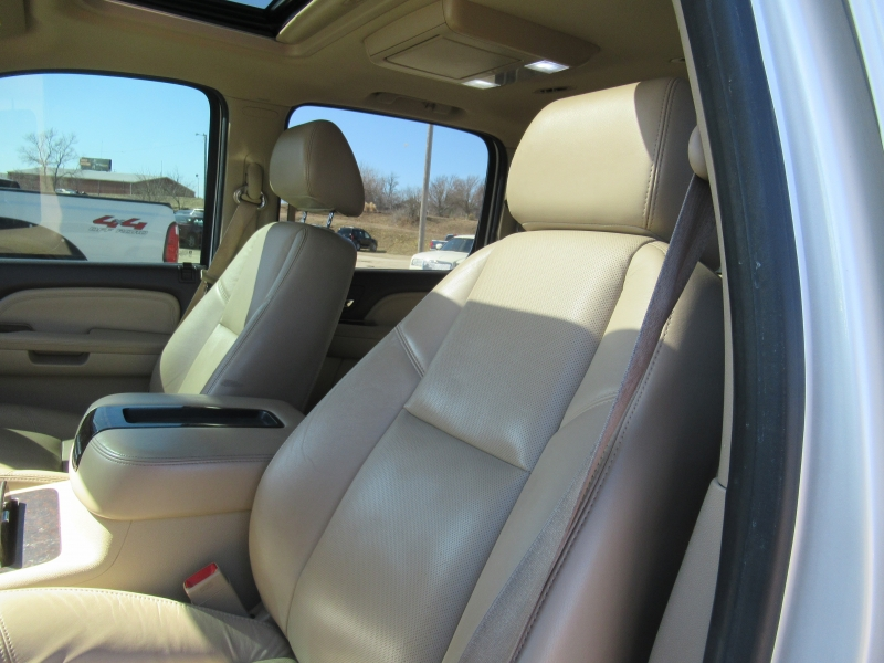 GMC Yukon XL Denali 2009 price $9,995