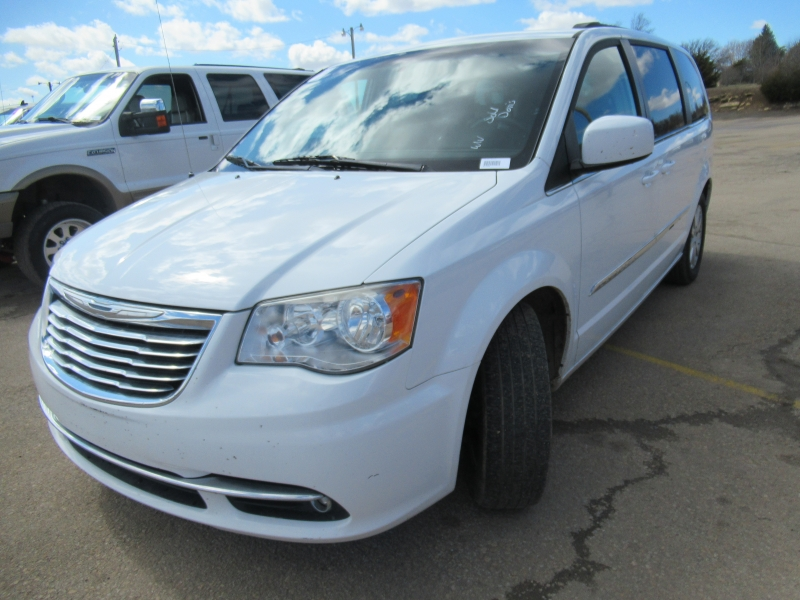 Chrysler Town & Country 2013 price $8,795