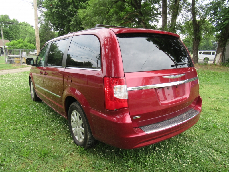 Chrysler Town & Country 2014 price $7,995