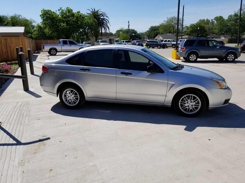 Ford Focus 2011 price $8,495