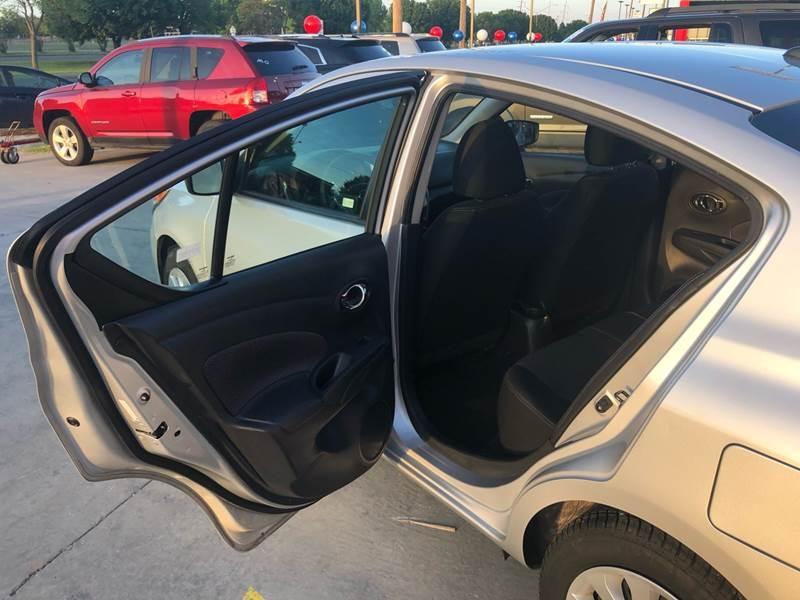 Nissan Versa 2018 price $10,500