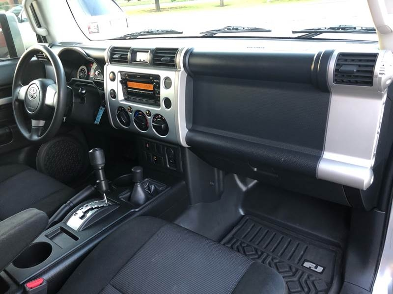 Toyota FJ Cruiser 2007 price $13,500