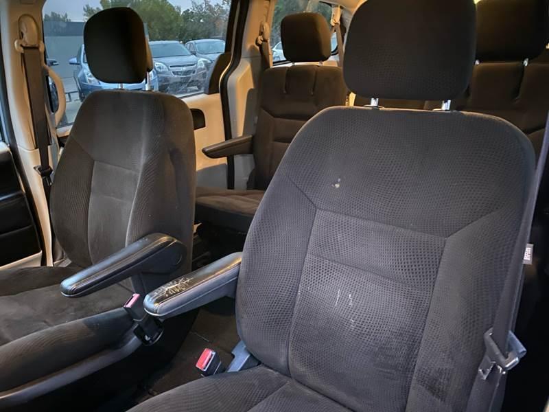 Dodge Grand Caravan 2016 price $5,500