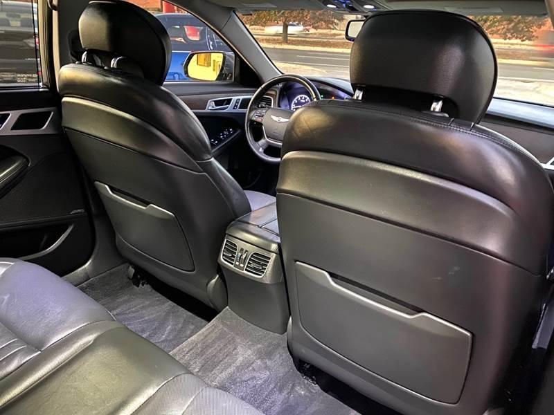 Hyundai Genesis 2015 price $16,500
