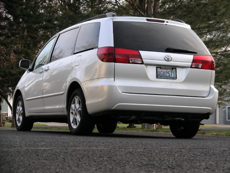 Toyota Sienna 2004 price $6,995