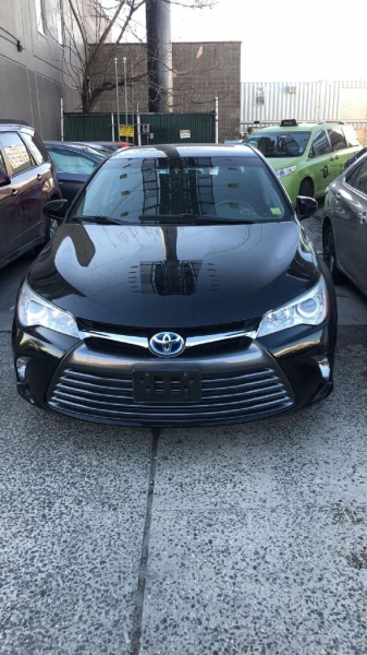 Toyota Camry Hybrid 2015 price $9,000