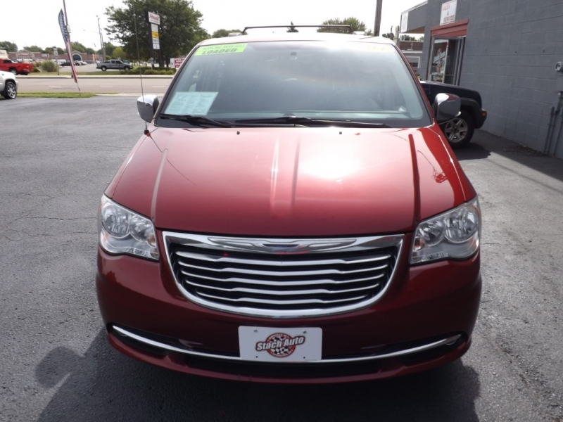 Chrysler Town & Country 2014 price $13,495