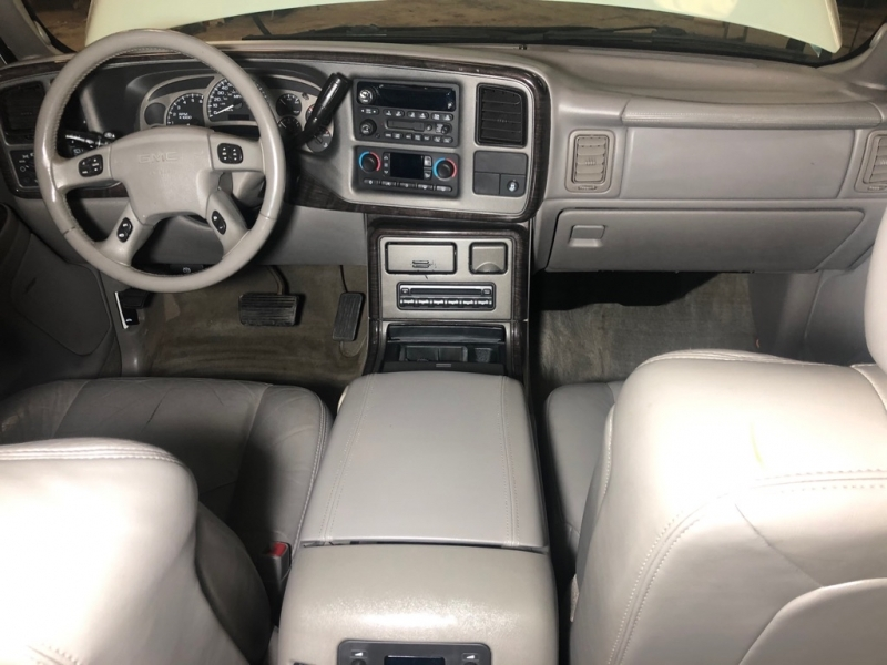 GMC YUKON XL 2004 price $5,990