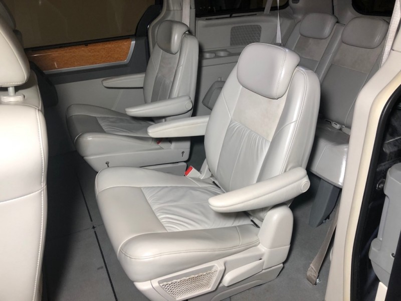 CHRYSLER TOWN AND COUNTR 2008 price $6,500