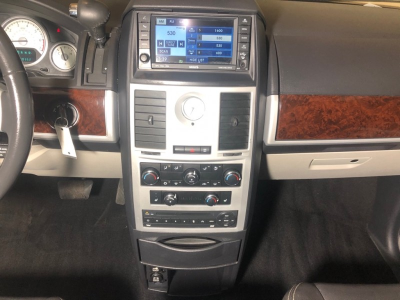 CHRYSLER TOWN & COUNTRY 2010 price $7,500