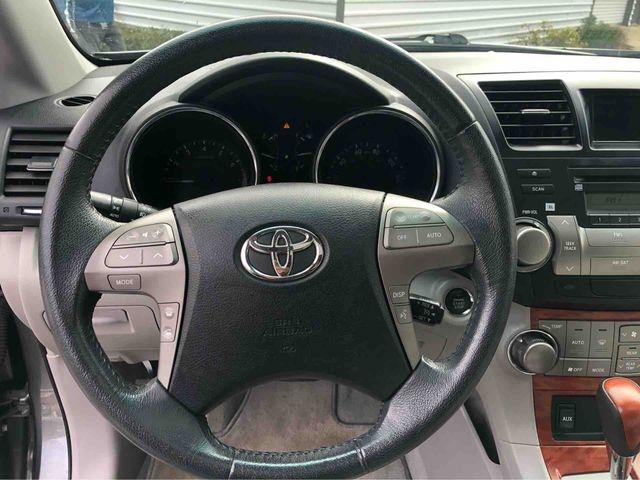 Toyota Highlander 2010 price $12,488