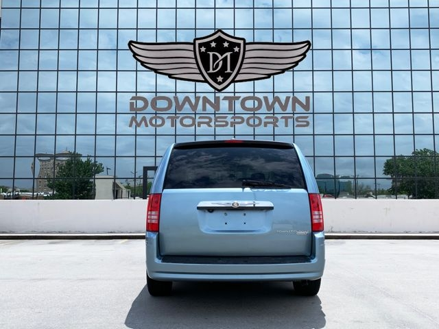 Chrysler Town & Country 2009 price $11,998