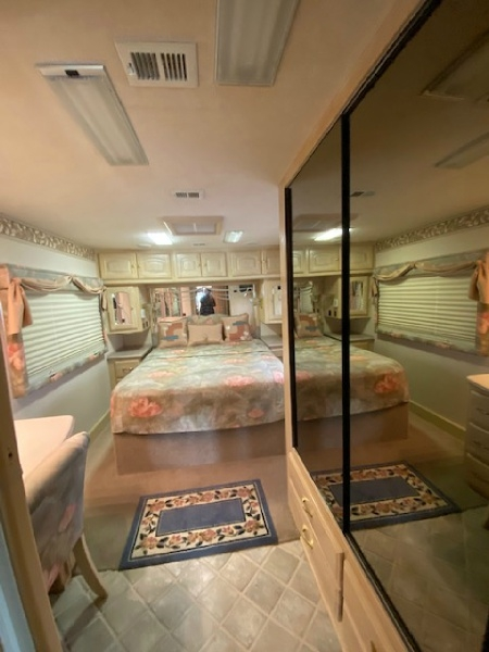 Holiday Rambler Navigator 42CDS 1999 price $59,900