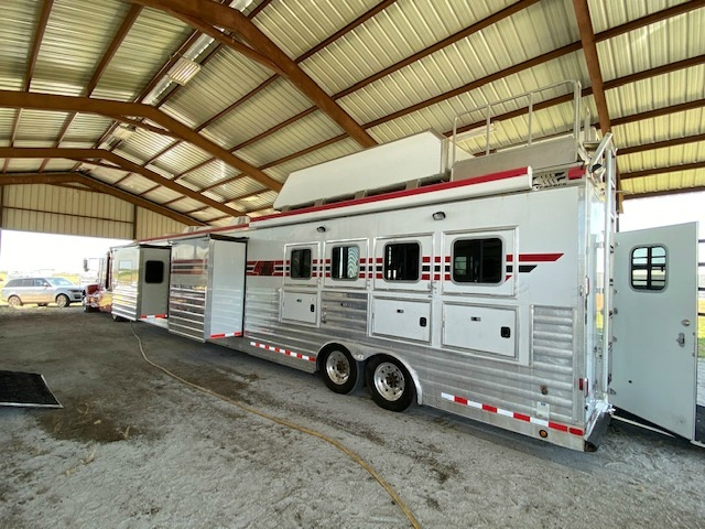 4-Star 4 Horse Reverse Load Trailer w/ 22FT Outlaw LQ's 2009 price $109,000