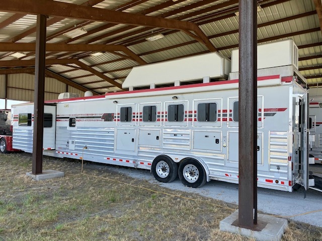 4-Star 5 Horse Reverse Load Trailer w/17' Outlaw LQ'S w/Slide 2009 price $89,000