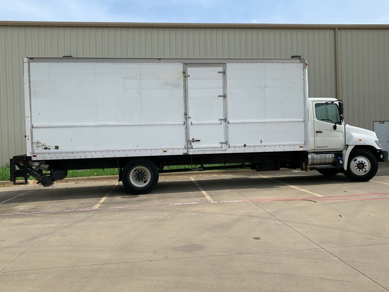 Hino 268 26ft Box truck 2014 price $31,900