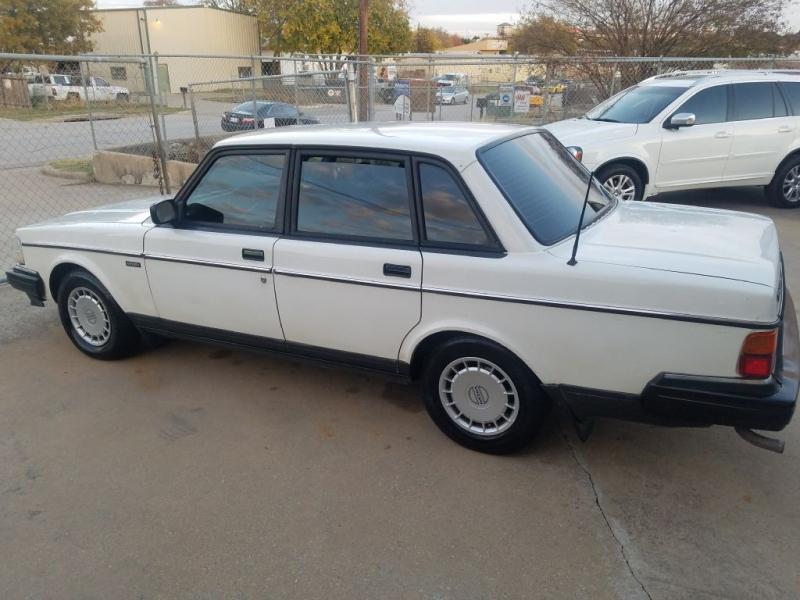 VOLVO 240 1993 price $4,295