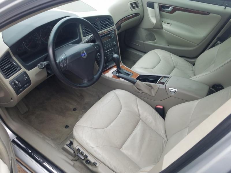 VOLVO S60 2005 price $4,295