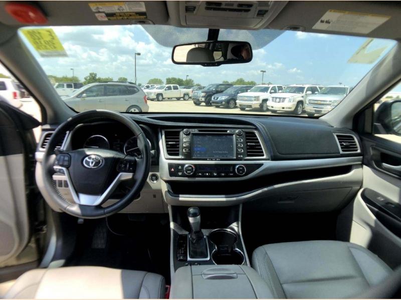 Toyota Highlander 2016 price $25,990