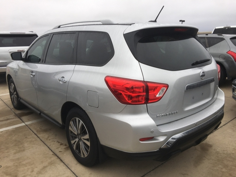 Nissan Pathfinder 2017 price $13,500