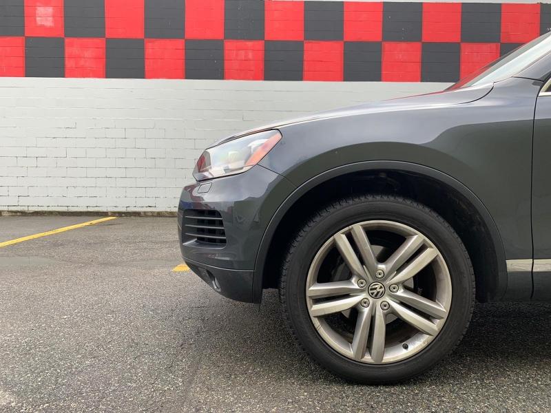 Volkswagen Touareg 2013 price $21,900