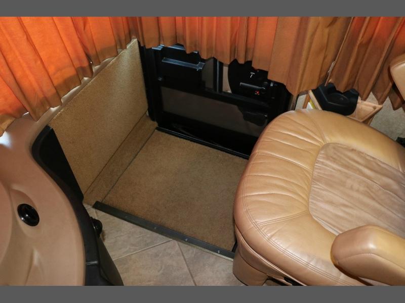 Fleetwood Revolution LE 2005 price $57,500