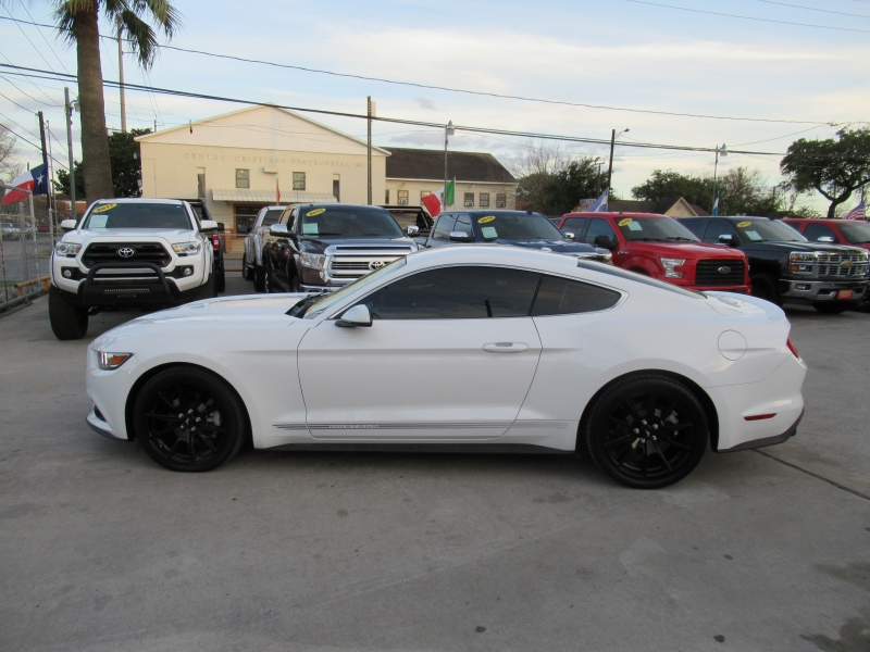 Ford Mustang 2016 price $2,995