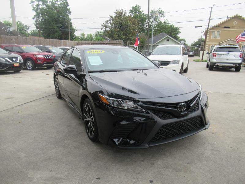 Toyota Camry 2019 price $2,995
