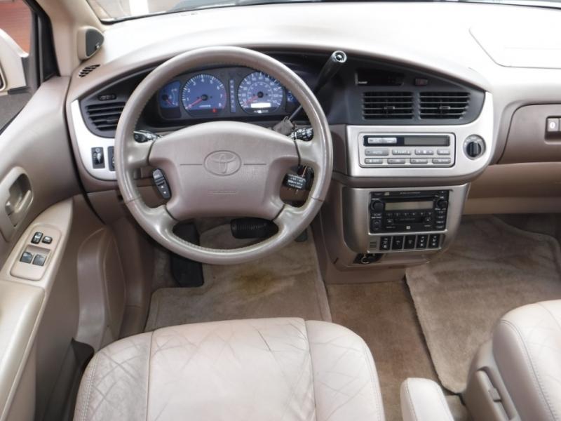 Toyota Sienna 2001 price $2,495