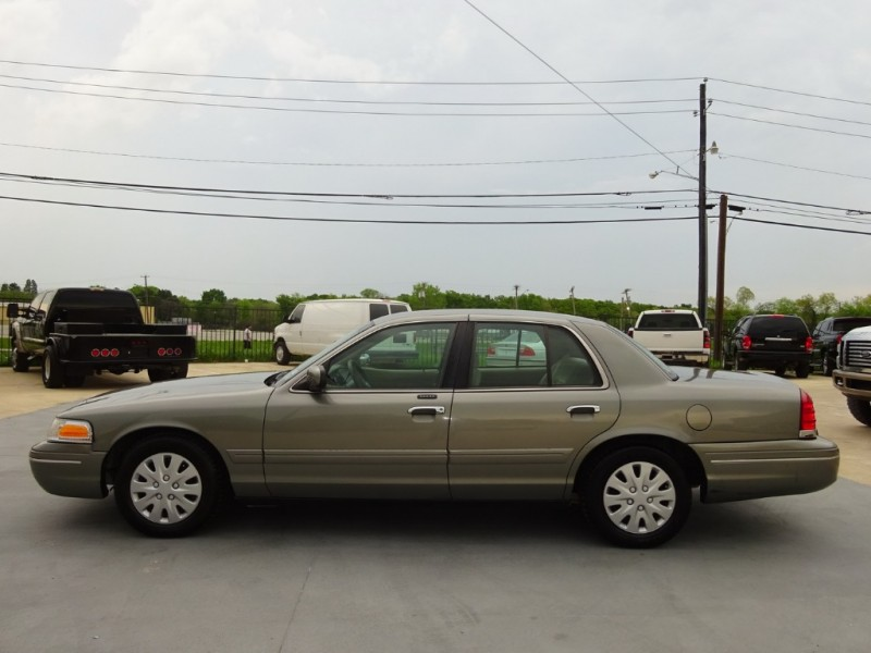 Ford Crown Victoria 2001 price $5,900