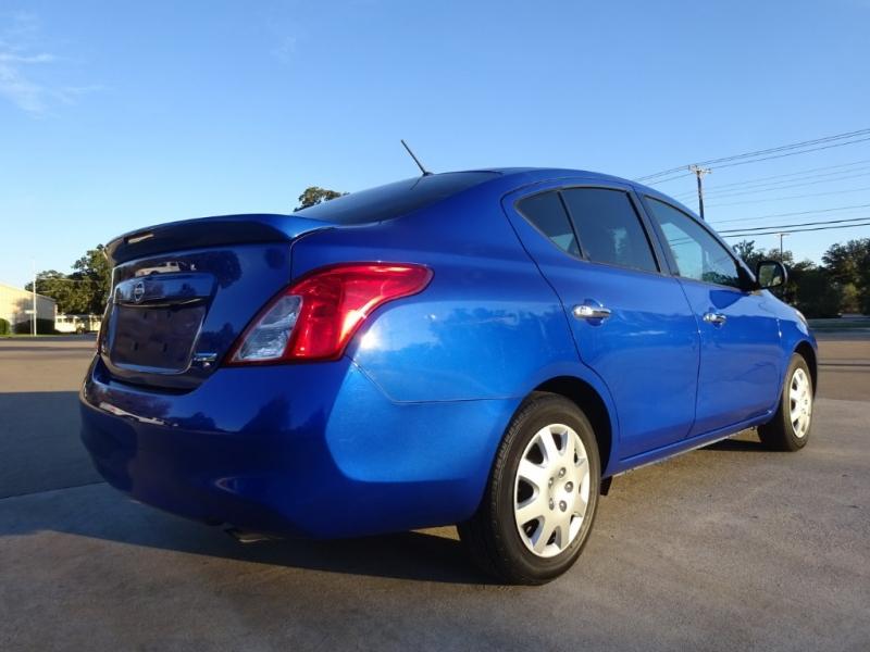 Nissan Versa 2014 price $6,900