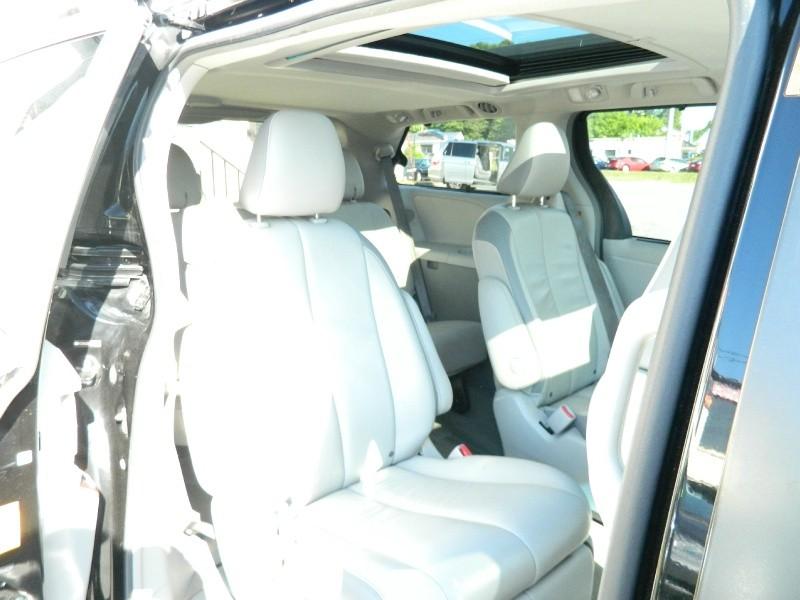Toyota Sienna 2014 price $12,995