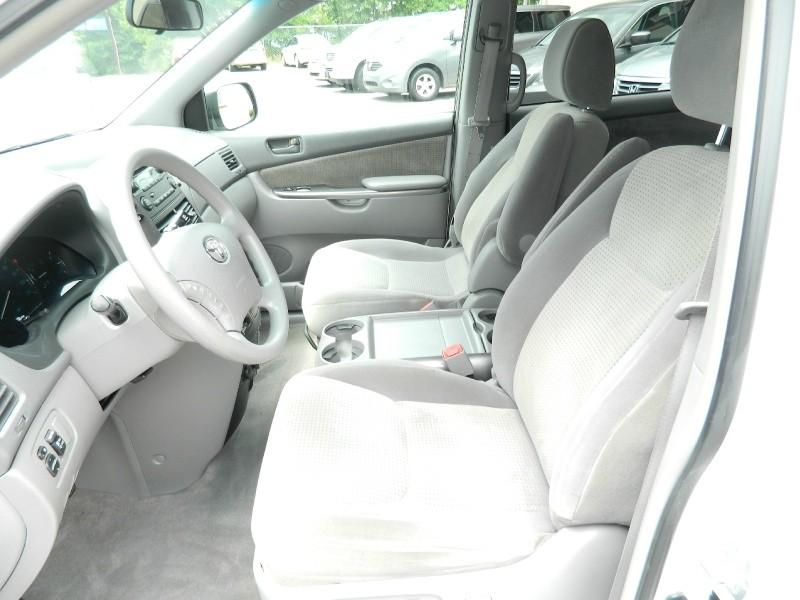 Toyota Sienna 2009 price $8,989