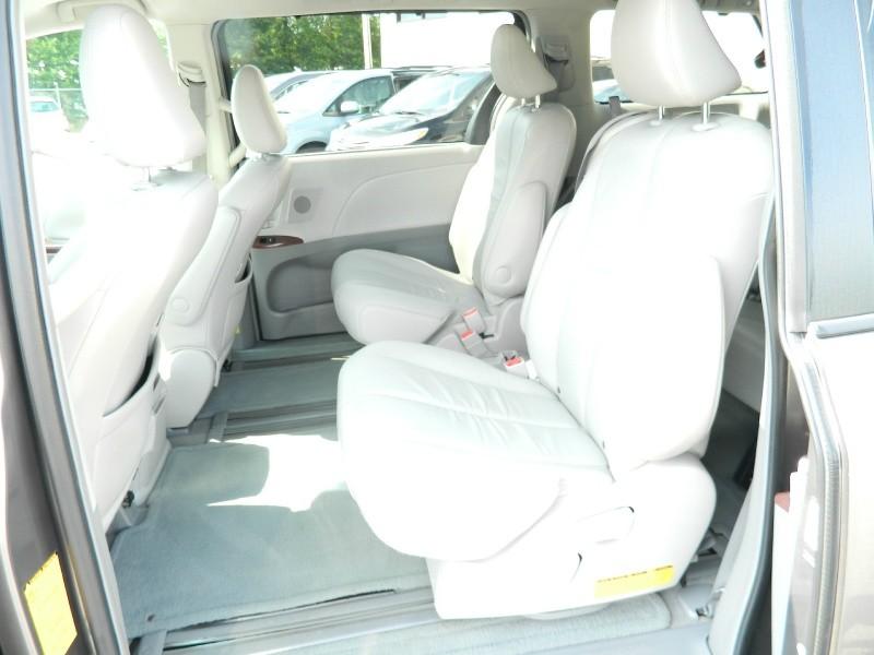 Toyota Sienna 2011 price $13,995